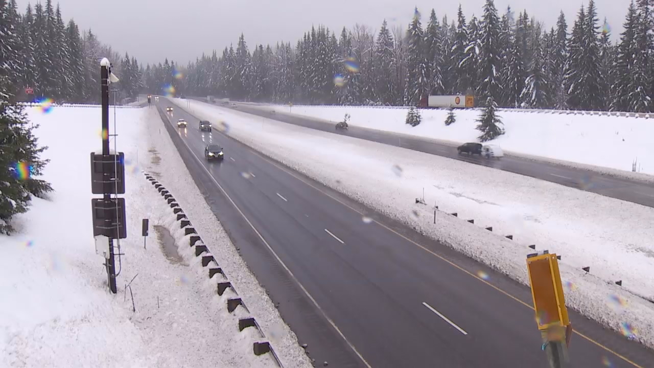 A wintry mess of snow and freezing rain on Friday, Dec. 29, 2017, made traveling across the mountain passes extremely challenging for drivers ahead of the holiday weekend. (Photo: KOMO News)