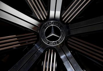 Daimler stands by diesel despite growing controversy