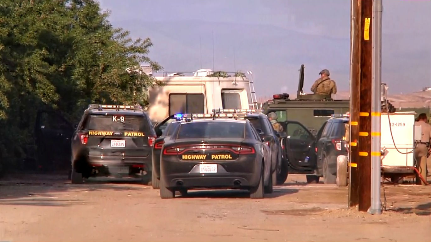 UPDATES: Manhunt underway for RV driver who led chase from LA to Bakersfield | KBAK