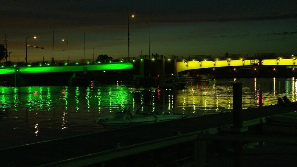 green bay lighting lamp green bay bridges light up for jerry kramer wluk