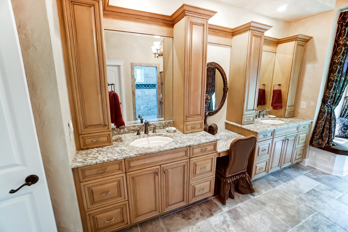 <p>The home boasts five generously-sized bedrooms and five and a half luxurious baths. / Image courtesy of Wow Video Tours via Michael Franz of Coldwell Banker West Shell-Hyde Park // Published: 9.7.20</p>