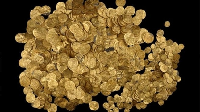Divers Accidentally Find Giant Gold Coin Hoard in Israel